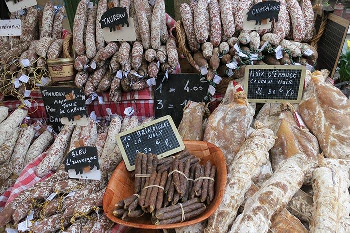 Issigeac-marche-dimanche-saucisses