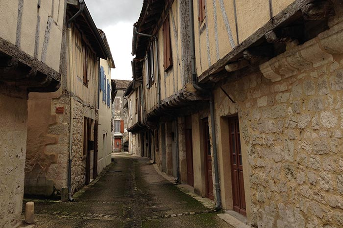 Histoire-Issigeac-Rue-d-Oustal